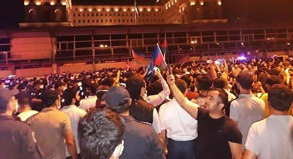 Bakü'de orduya destek yürüyüşü