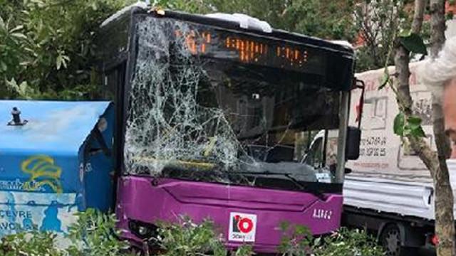 İstanbul'da halk otobüsü kazası!