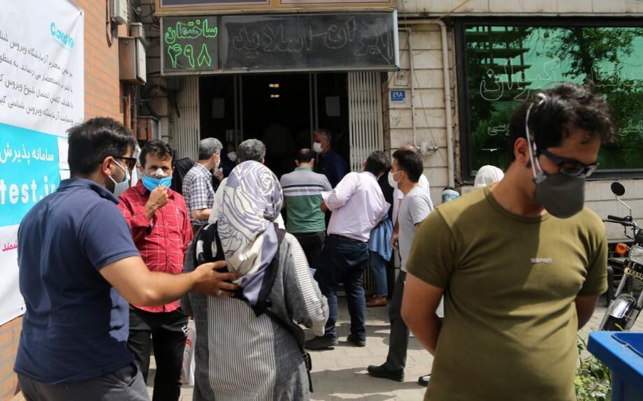 İran'da panik devam ediyor! Test merkezlerinde uzun kuyruklar oluştu