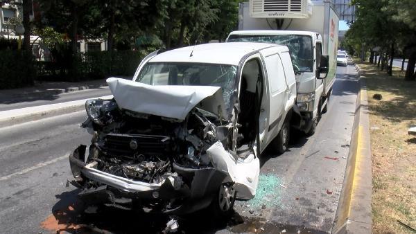 Bakırköy'de zincirleme kaza: 5 araç birbirine girdi!