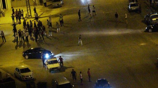 Gençlerin kavgası mahalleyi savaş alanına çevirdi