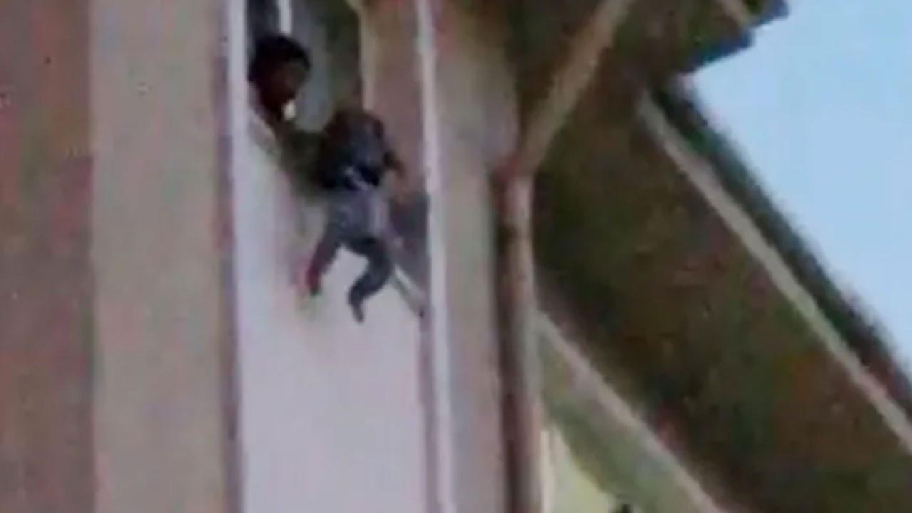 Korku dolu dakikalar! 1,5 yaşındaki kızını öldürüyordu