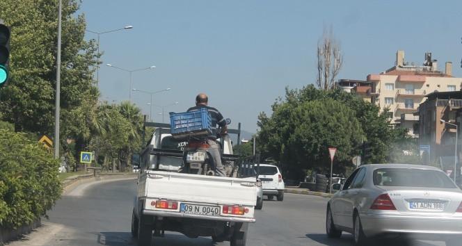 Motosiklet üzerinde ''yok artık'' dedirten yolculuk