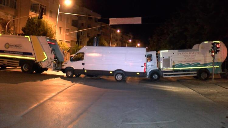Bakırköy'de pazarcı alarmı! Yolu kamyonlarla kapattılar