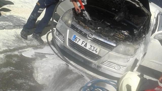 Mardin'de bir otomobil seyir halinde alev alev yandı