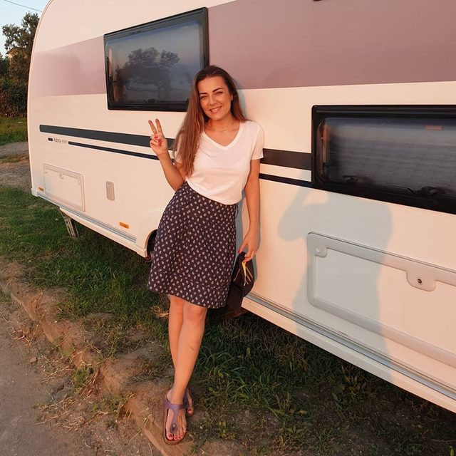 Güzel oyuncu koronavirüse karavanda savaş açtı