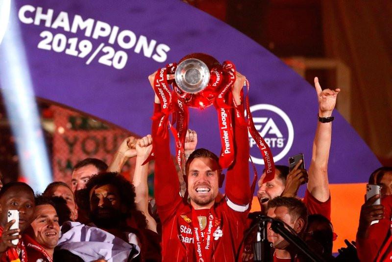 Şampiyon Liverpool kupasına kavuştu