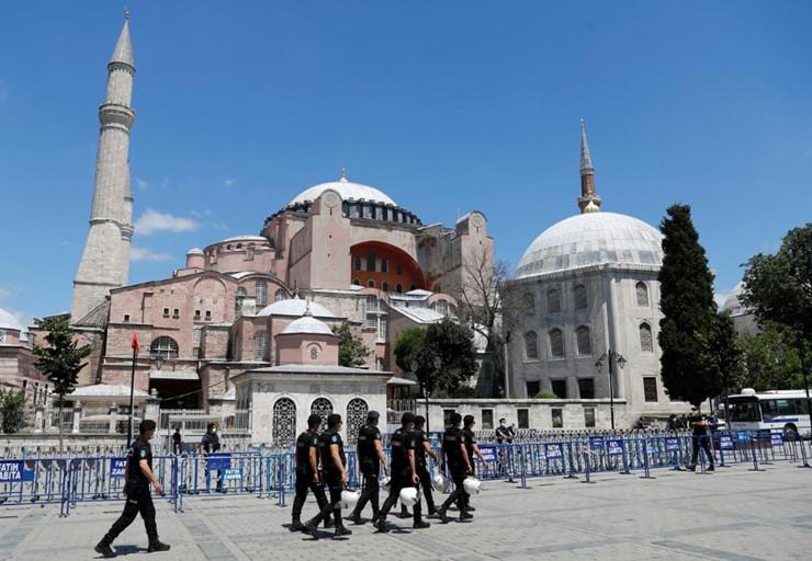Ayasofya'da ilk namaz: Alana girişler saat 10.00'da başlayacak