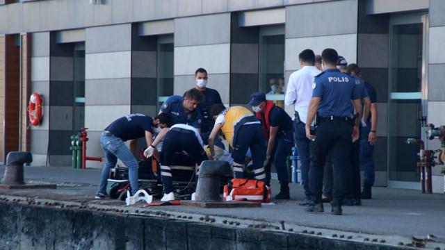Vapurdan düşen yolcu kalp masajıyla hayata döndürüldü