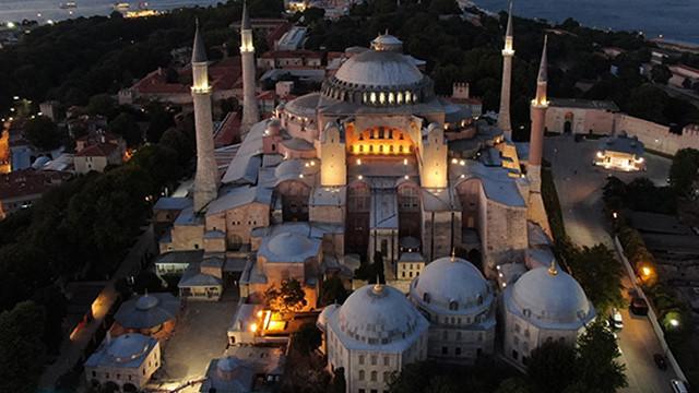 Ayasofya Camii'nin aydınlatılması havadan görüntülendi