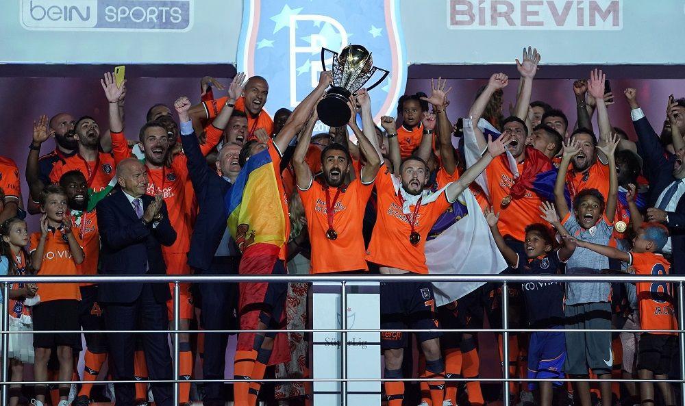 Medipol Başakşehir şampiyonluk kupasını aldı
