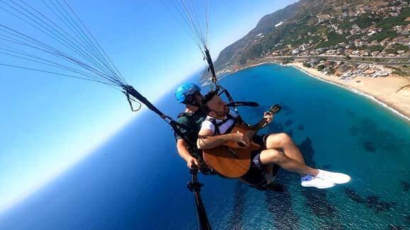800 metre yükseklikte gitar çalıp şarkı söyledi! - Resim: 2