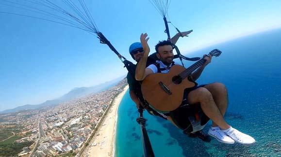 800 metre yükseklikte gitar çalıp şarkı söyledi! - Resim: 3