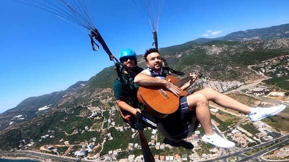 800 metre yükseklikte gitar çalıp şarkı söyledi! - Resim: 4