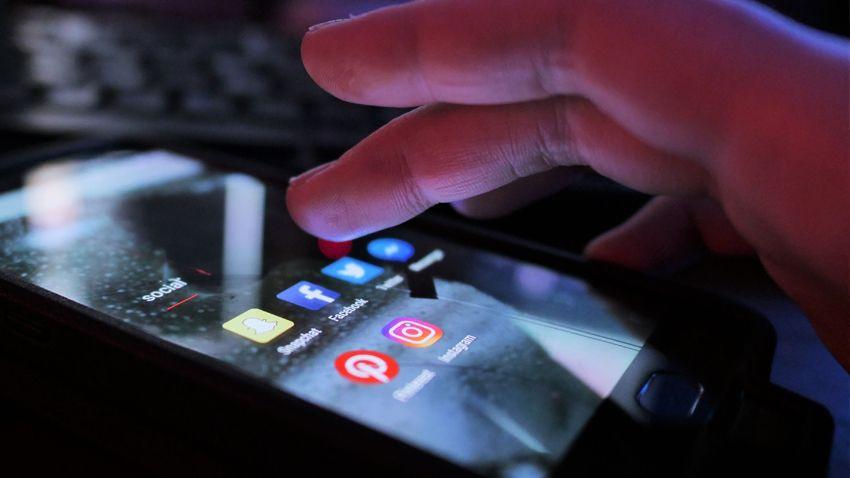Meclis'ten geçen sosyal medya yasası neleri değiştirecek ?