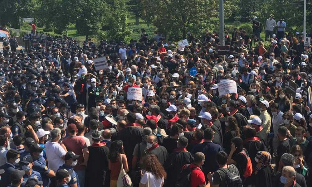 Ankara'da avukatlara polis müdahalesi