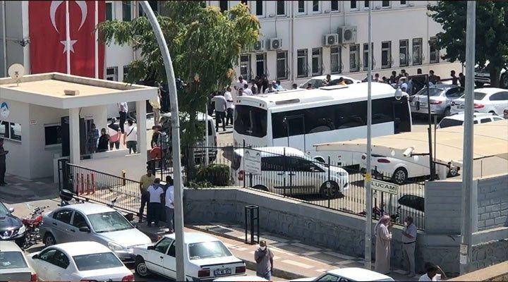 AK Partililer belediyeyi bastı