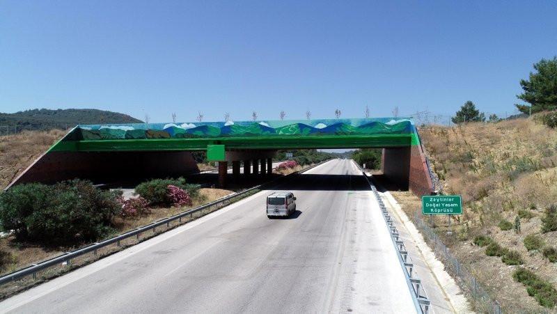 İzmir-Çeşme Otoyolu'ndaki ''ekolojik köprü'' hazır