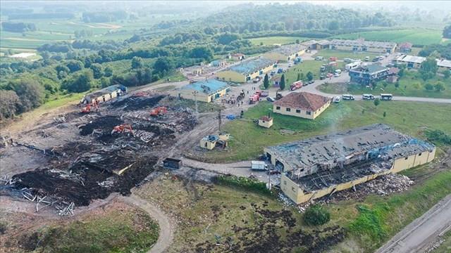 Sakarya'daki patlamada kayıp 3 işçiyi arama kurtarma çalışmaları sürüyor