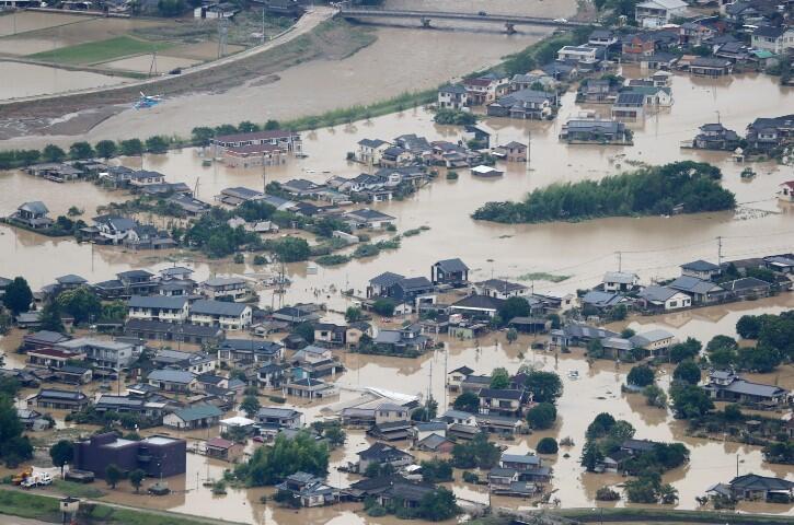 O ülkede sel felaketi  en az 16 can aldı!
