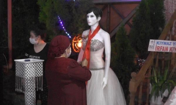 Düğünde takılar cansız mankenlere takıldı - Resim: 2