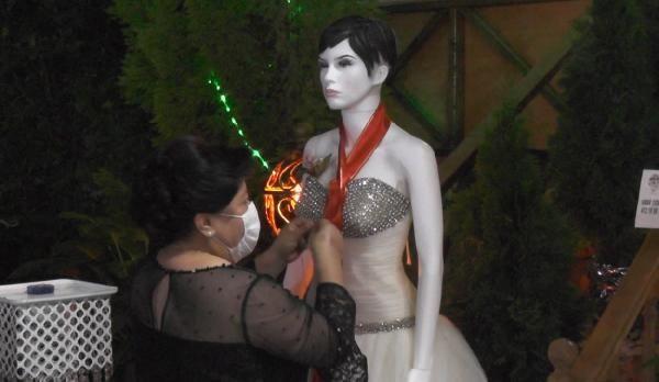 Düğünde takılar cansız mankenlere takıldı - Resim: 4