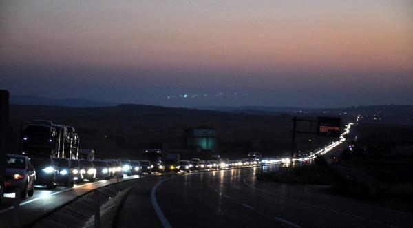 İstanbul-Çanakkale karayolunda 20 kilometre araç kuyruğu - Resim: 2