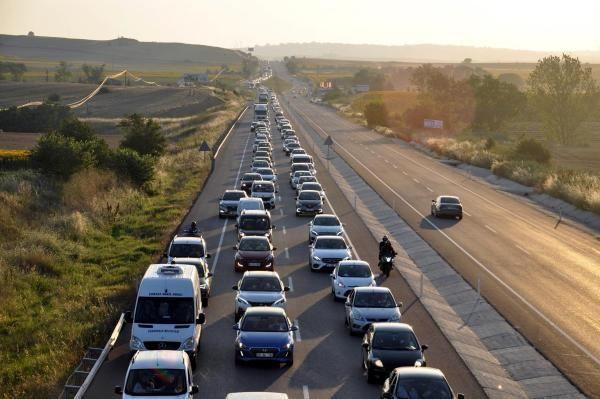 İstanbul-Çanakkale karayolunda 20 kilometre araç kuyruğu - Resim: 4