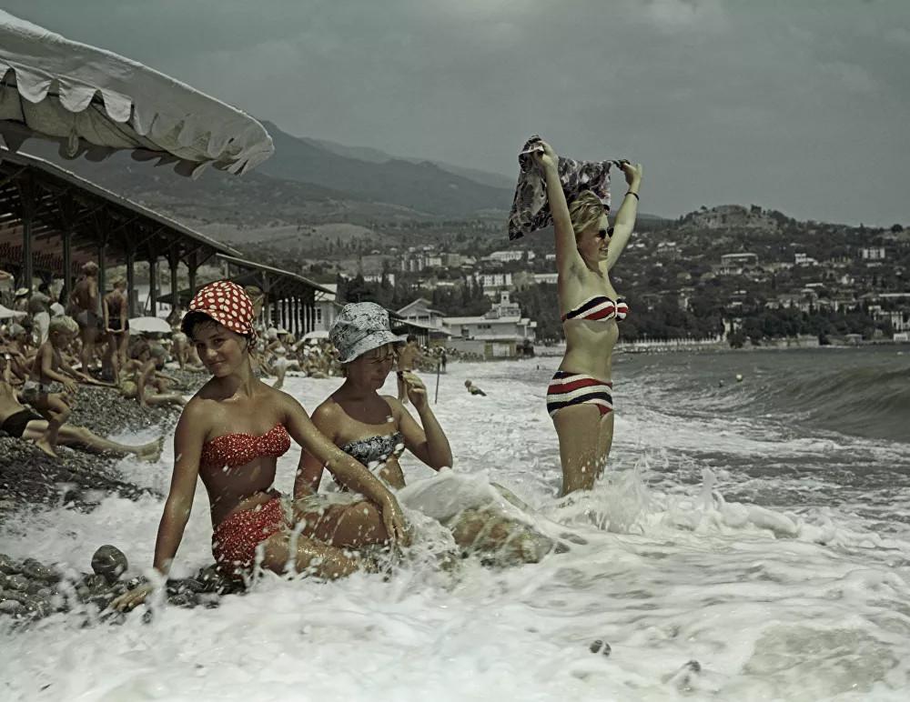 Plaj modasının gözdesi bikini, 74 yaşında!