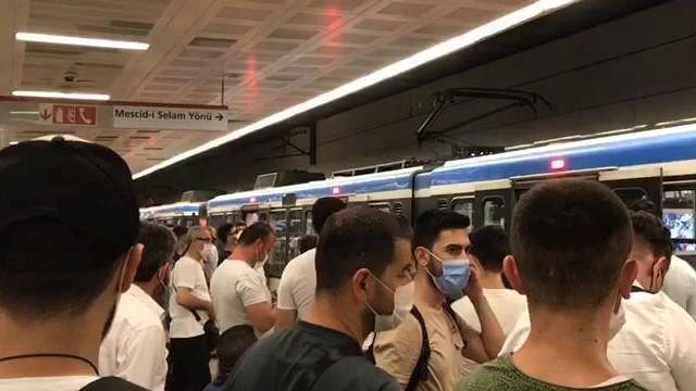 Tramvayda korku dolu anlar! Yolcular tahliye edildi