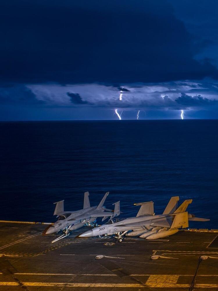 ABD donanmasından gövde gösterisi