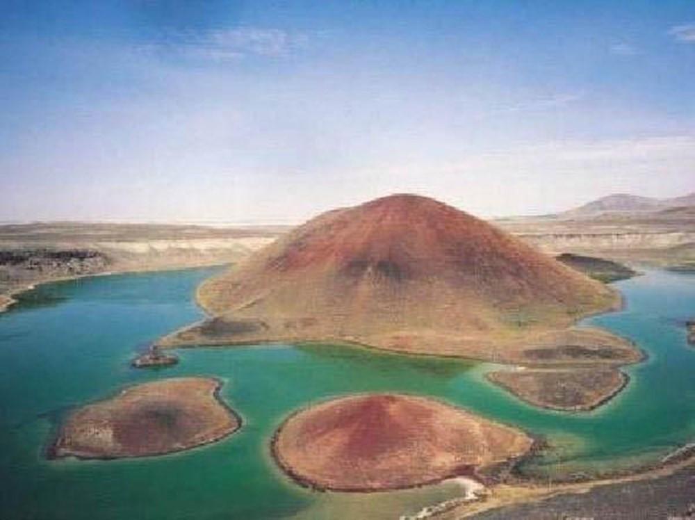 ''Dünyanın nazar boncuğu'' Meke Gölü tamamen kurudu!
