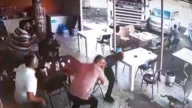 Freni boşalan TIR lokantaya girdi! O anlar saniye saniye kamerada