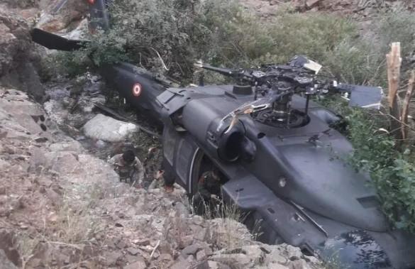 Yürekler ağızlara geldi! Mehmetçikleri taşıyan helikopter böyle inebildi