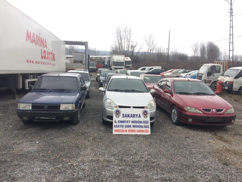 Satın aldıkları hasarlı otomobillere göre araç çaldılar