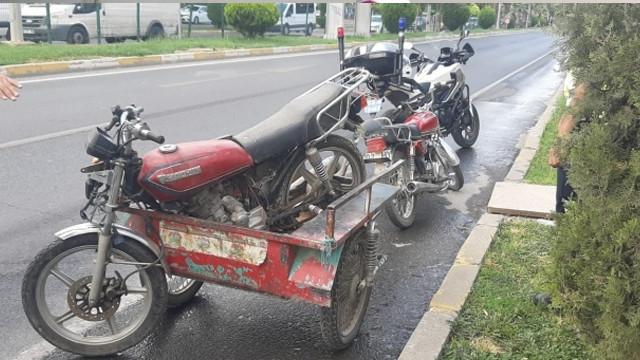 Dur ihtarına uymayan sürücü motosikletini bırakıp kaçtı!