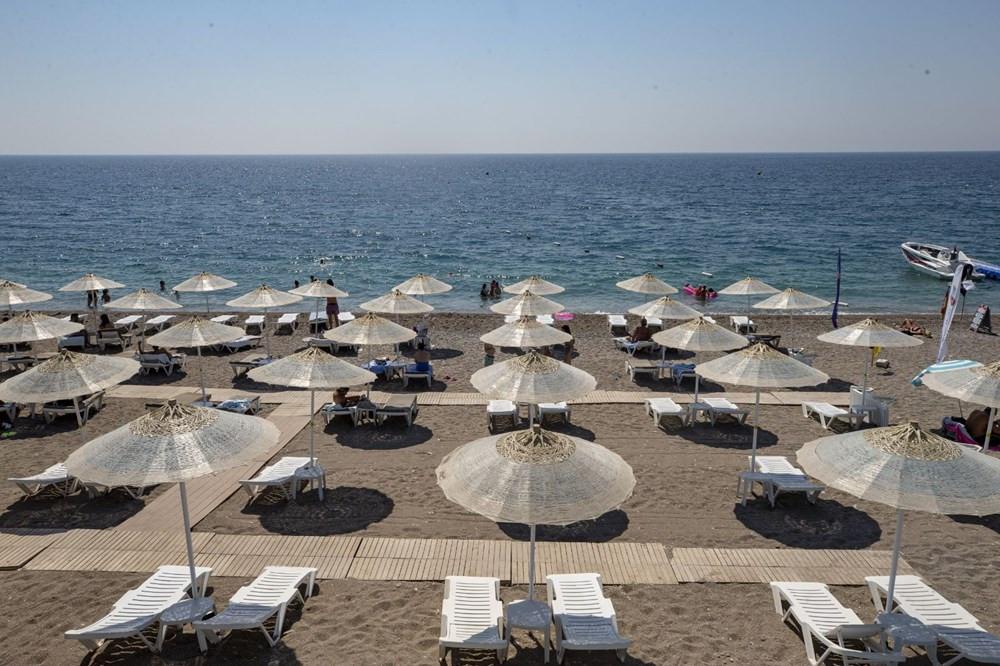 Bayramın ikinci günü Antalya sahilleri dolup taştı!