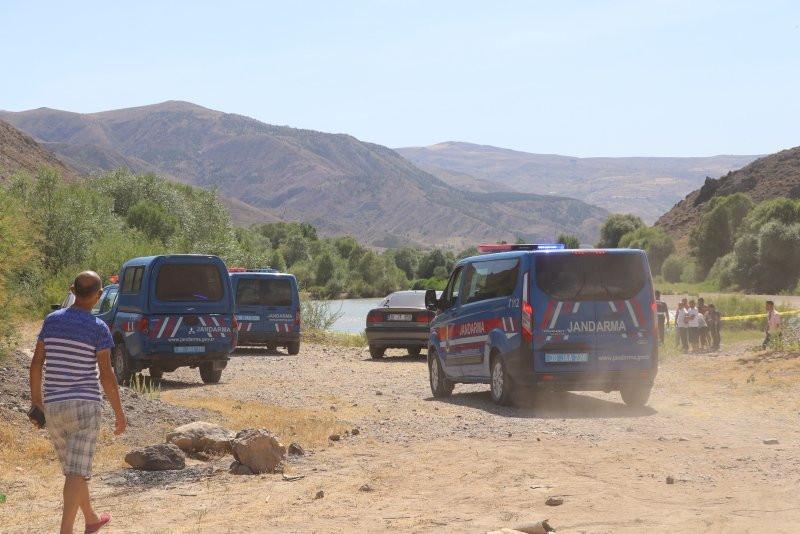 Kızılırmak'a giren baba ve 2 çocuğu boğuldu