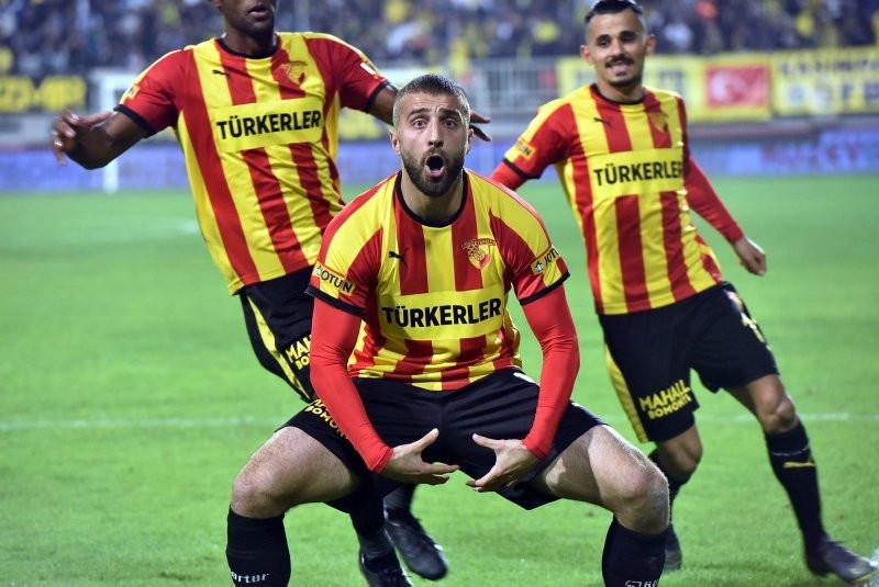 Alpaslan Öztürk Galatasaray'a mı, Fenerbahçe'ye mi ?