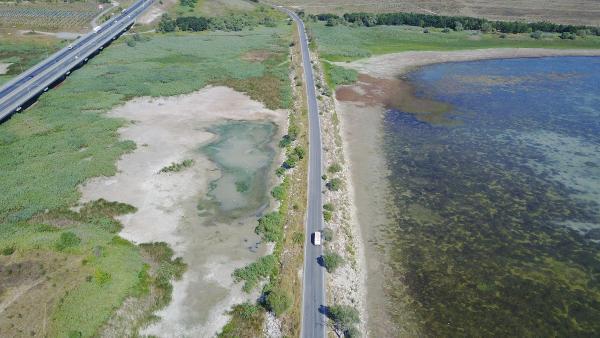 Büyükçekmece Gölü'nde su seviyesi hızla düşüyor