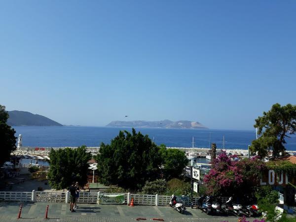 Helikopterler havalandı! Türk ve Yunan hücumbotları karşı karşıya