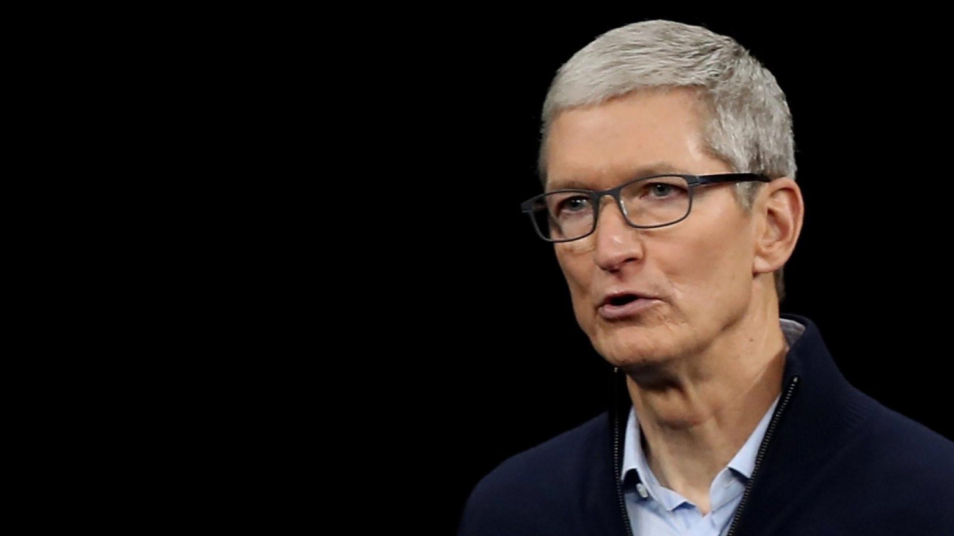 Apple CEO'su milyarderler kulübüne girdi
