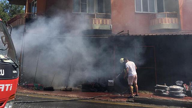 Çanakkale Ayvacık'ta iş yeri deposunda yangın çıktı