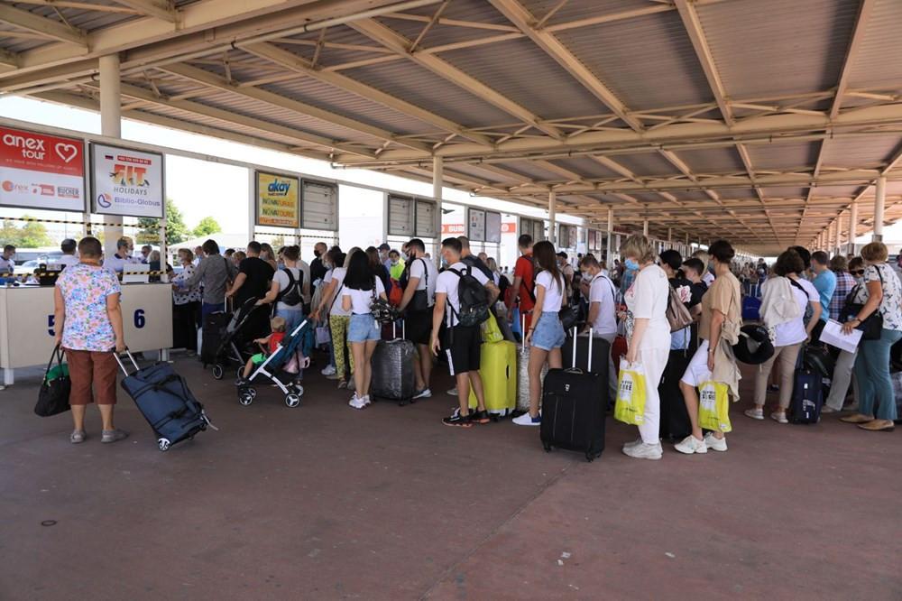 Antalya'ya turist akını! 2 günde 35 bin Rus turist geldi