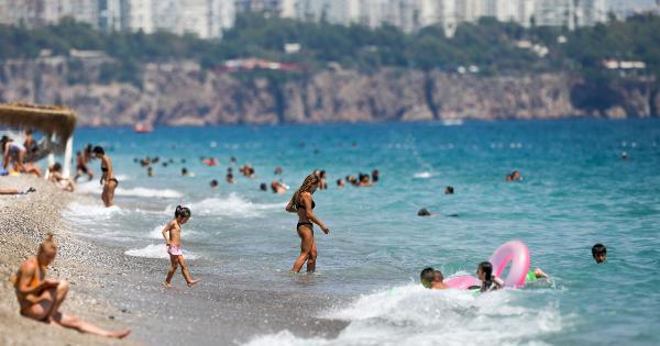 Antalya kavruluyor! Termometreler 40 dereceyi gösterdi
