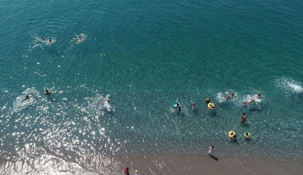 Türkiye'de eşi yok! Van'ın mavi bayraklı plajına tatilci akını