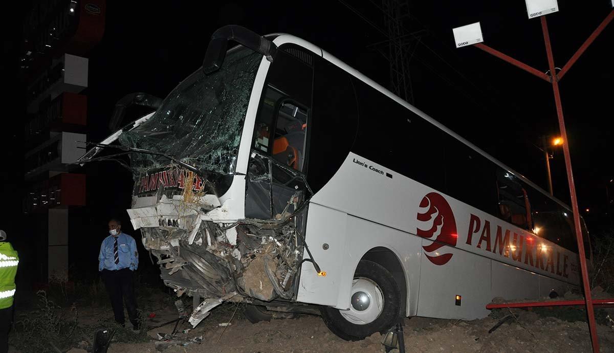 Yolcu otobüsü kaza yaptı: 25 yaralı var!