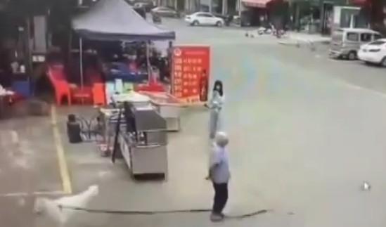 Yaşlı kadının tahlihsiz ölümü kamerada