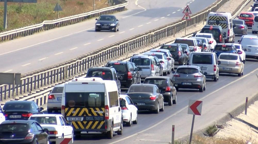 Şile'de kilometrelerce araç kuyruğu oluştu - Resim: 2