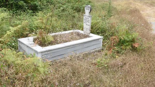 Trafik kazalarına dikkat çekmek için hayatını kaybettiği yere gömüldü!